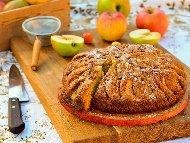 Бърз и лесен обикновен кекс / сладкиш с ябълки, канела и орехи на фурна
